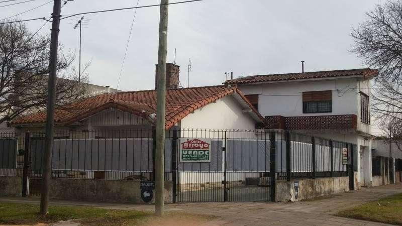 Casa en venta en Merlo centro con departamento ideal 2 familias