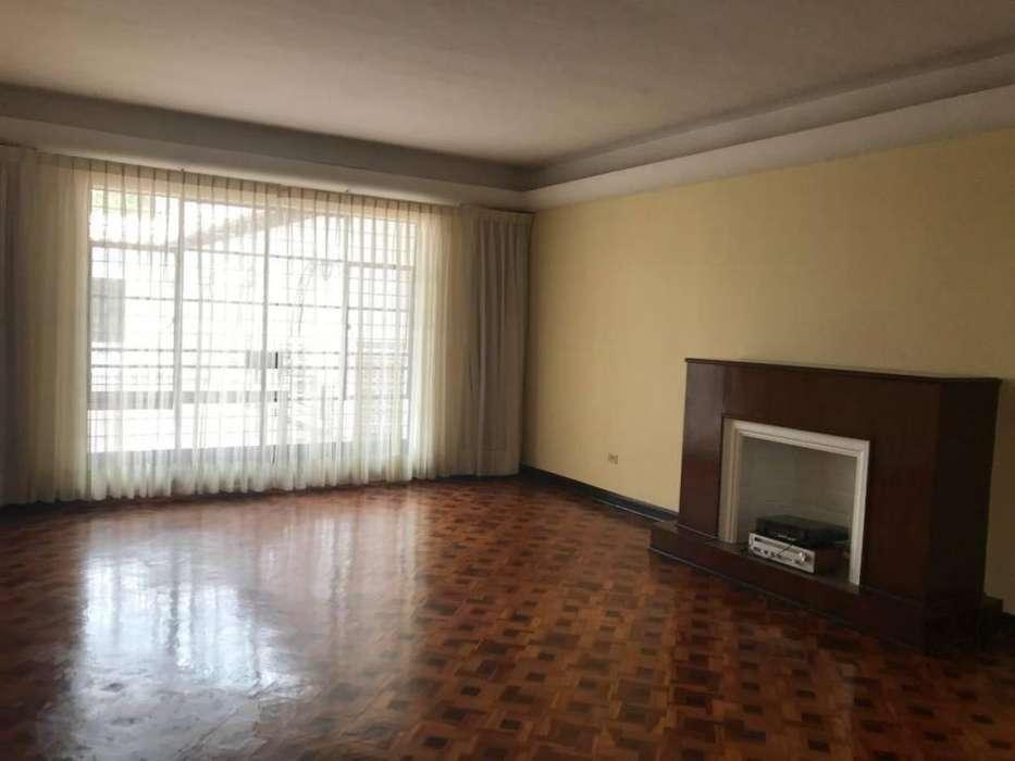 Bonita <strong>casa</strong> Clásica 4 Dorm. en Calle Jose Granda de San Isidro Uso Residencial
