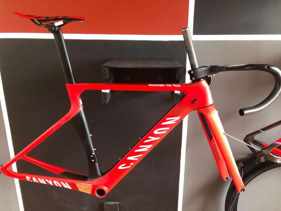 marco o bicicleta de ruta en fibra de carbono
