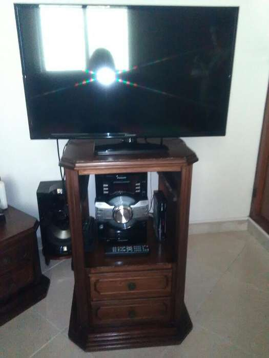 Se Vende <strong>televisor</strong> Panasonic Y Mesa