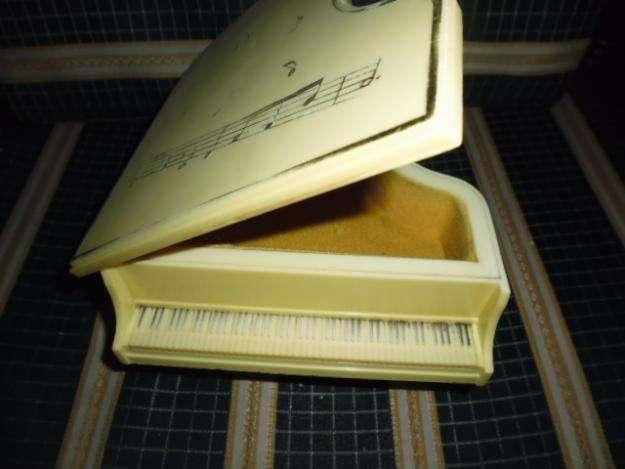 Caja musical en forma de piano con una bonita melodía 3122802858