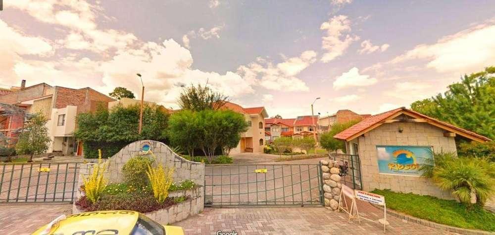 Venta casa en Rio Sol amplia y moderna, Cuenca