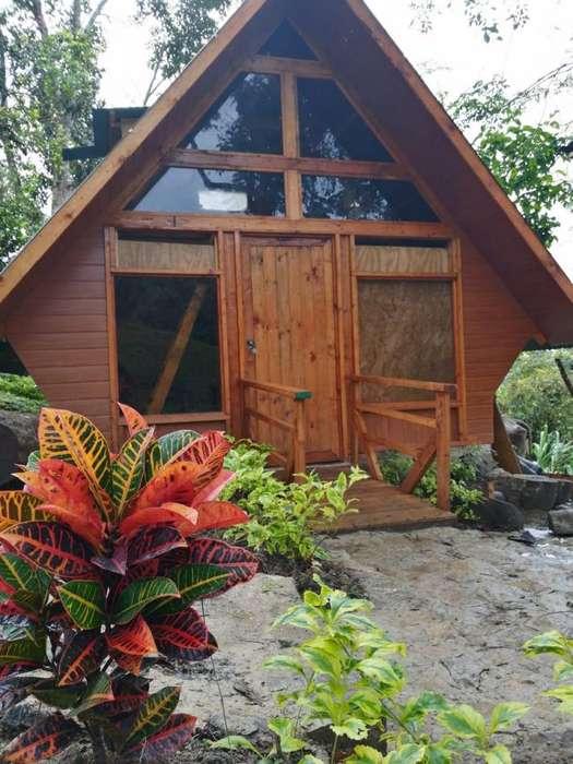 se vende lote 900 m2 con hemosa cabaña via mesitas del colegio