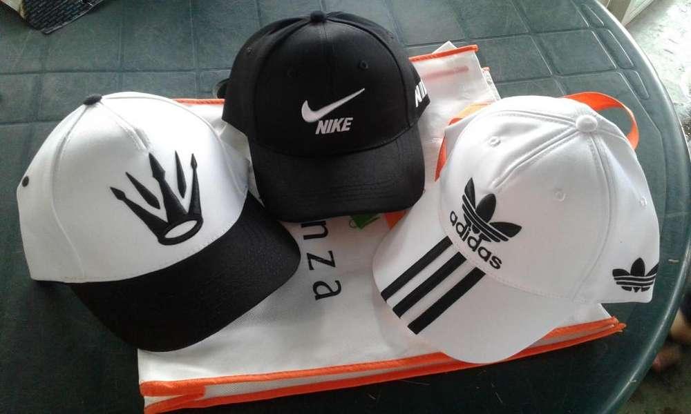 Gorras de diversos colores y modelos