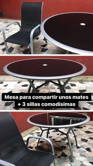 Juego de mesa redonda con 3 sillas