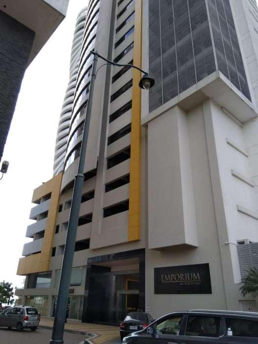 Renta, alquiler de oficina comercial. Edificio Emporium, Puerto Santa Ana.