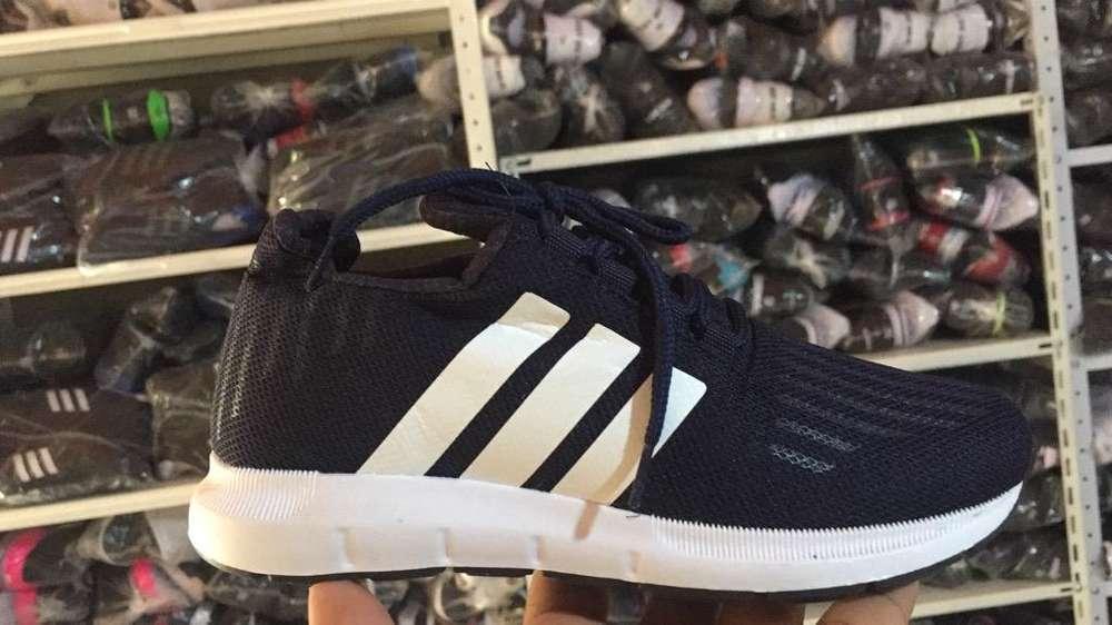 Zapatos deportivos para toda la familia