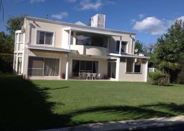 Casa Moderna en Venta en barrio Cerrado EL PORTILLO