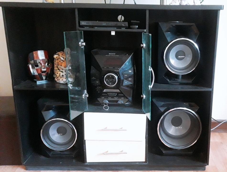 Sistema de audio SONY make.believe y ademas un mueble de melamine sala