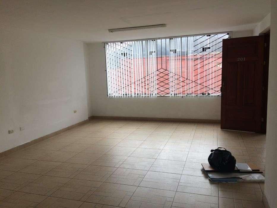VENTA oficina frente Clínica Providencia San Miguel