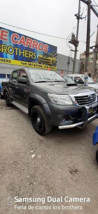 Toyota Hilux 2013 - 100 km