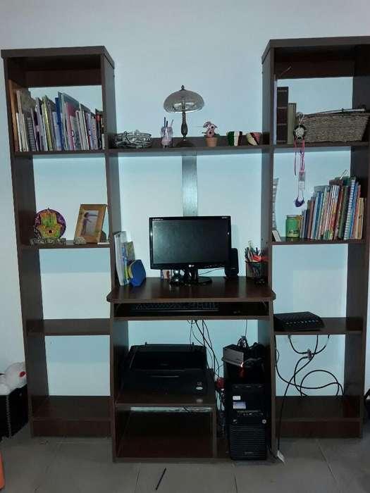 Mesa de Compu con Biblioteca
