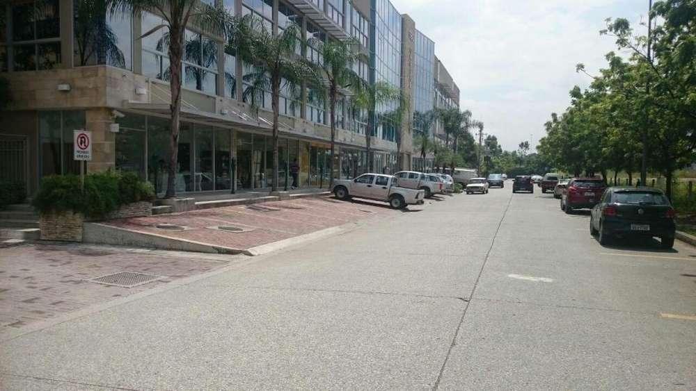 Oficina de Venta 89 mts via a Samborondon