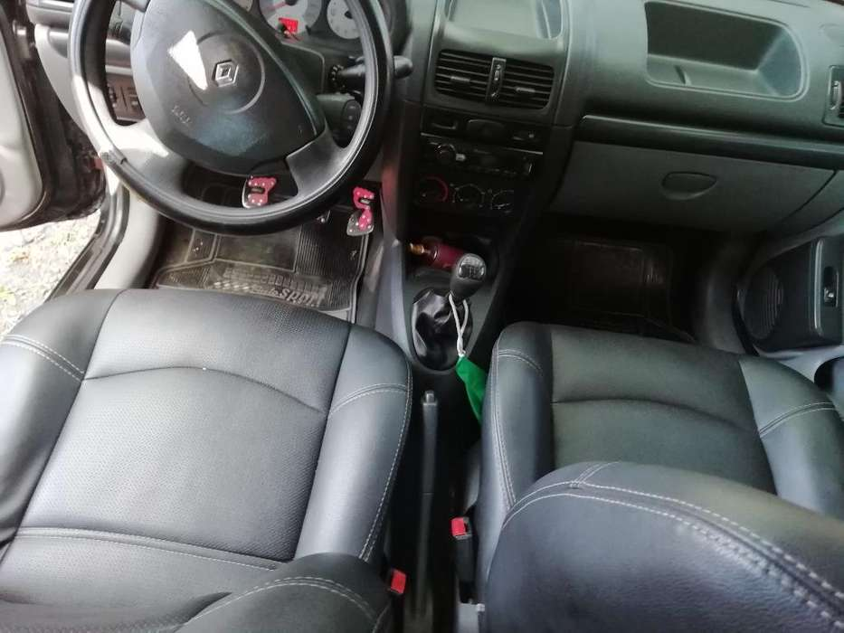 Renault Clio  2008 - 54643864 km