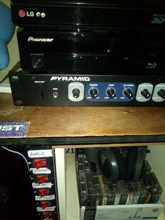 Vendo Preamplificador Y Power (amplif.)