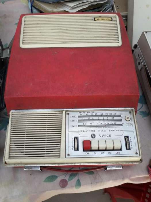 Tocadiscos con Radio Antiguos