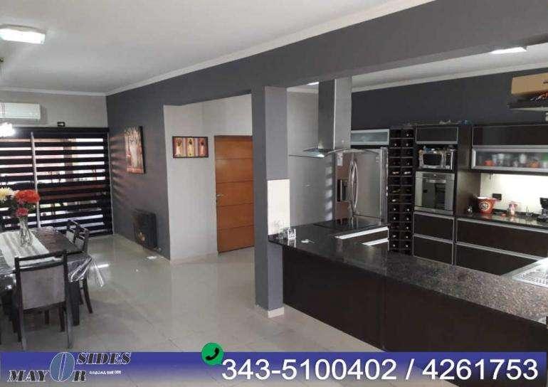 Lindisima casa moderna construida en dos plantas con ambientes super amplios!,