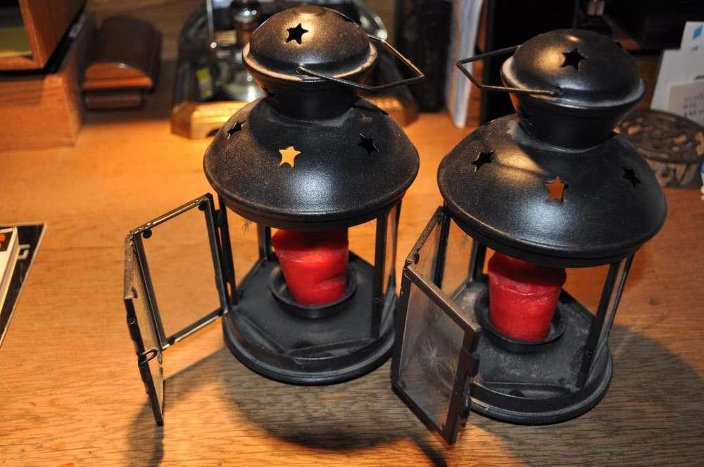 Vendo dos farolitos para iluminar con velas, flamantes uso de exibición.