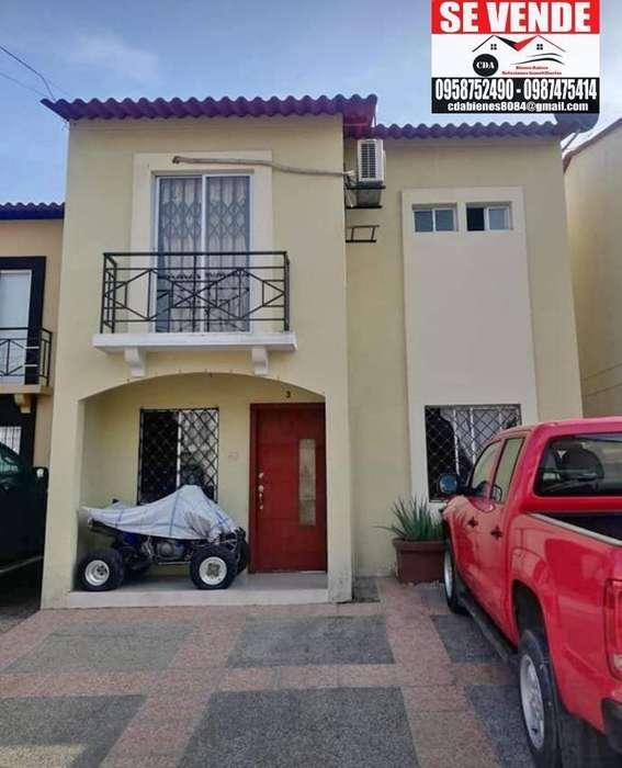 Venta de Casa en Metropolis 2 con 160 Mt, Guayaquil