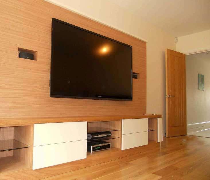 Soportes de pared o de piso para <strong>televisor</strong>es grandes de 65 en adelante