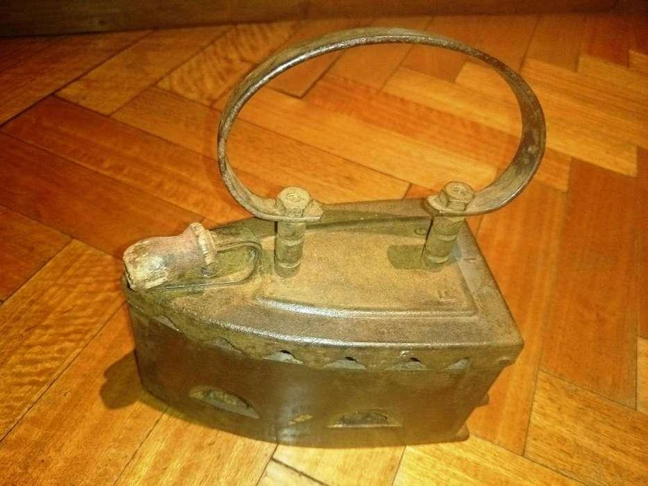Plancha a Carbón Antigua Y Original