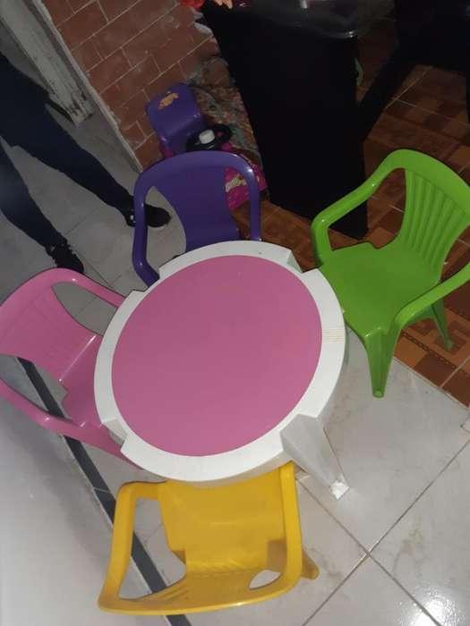 Se Vende Mesa para Niños en Perfecto Est