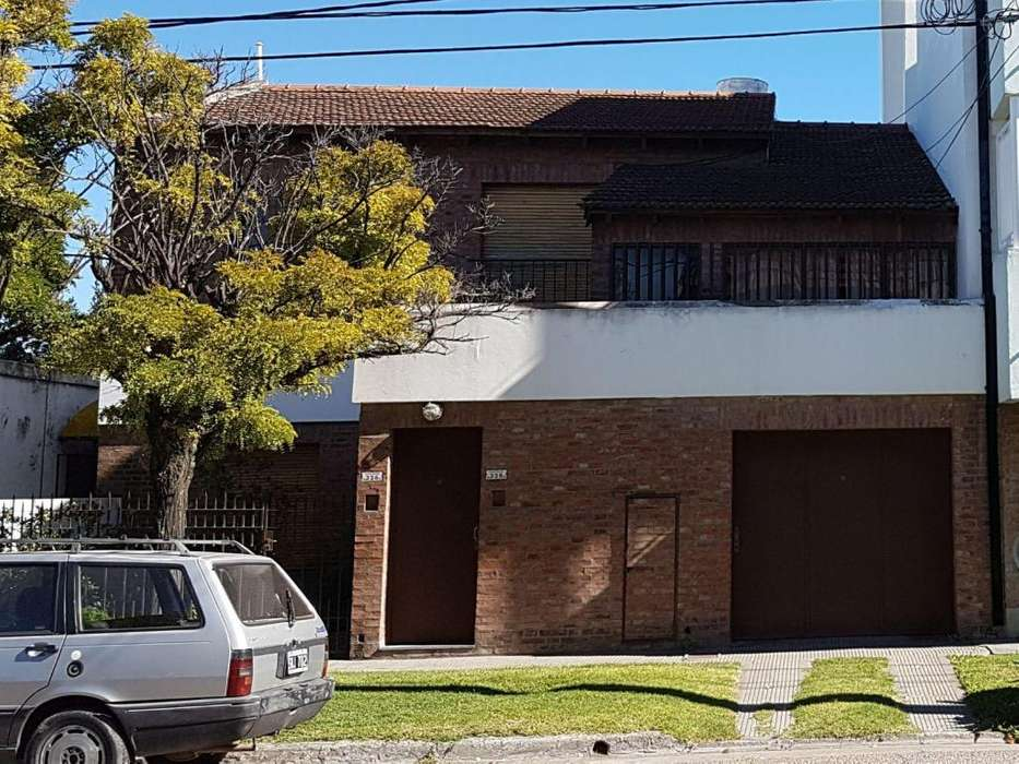 PART. Alquilo CASA Barrio Universitario, en planta alta, 3d, 2b, con Garage.