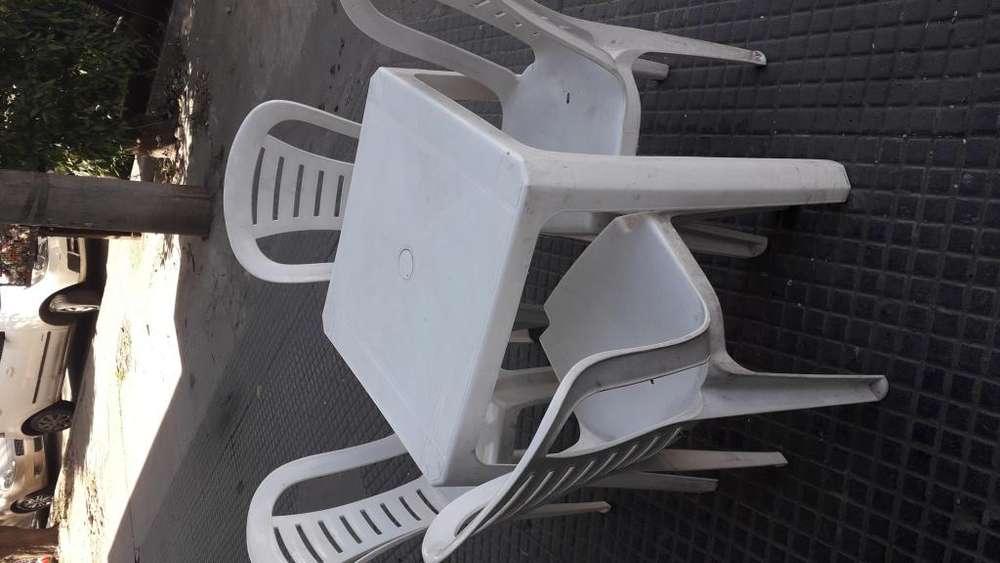 Mesa y <strong>silla</strong>s plasticas
