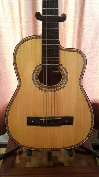 Antigua Guitarra de Madera Maciza