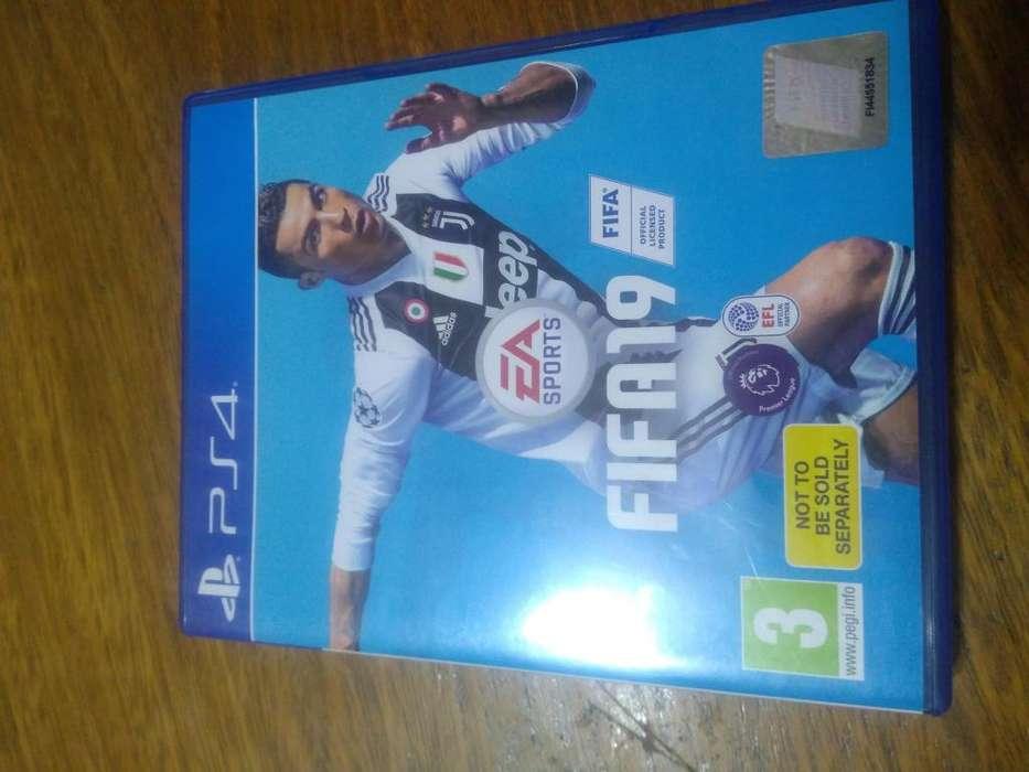 Vendo FIFA 19 PS4