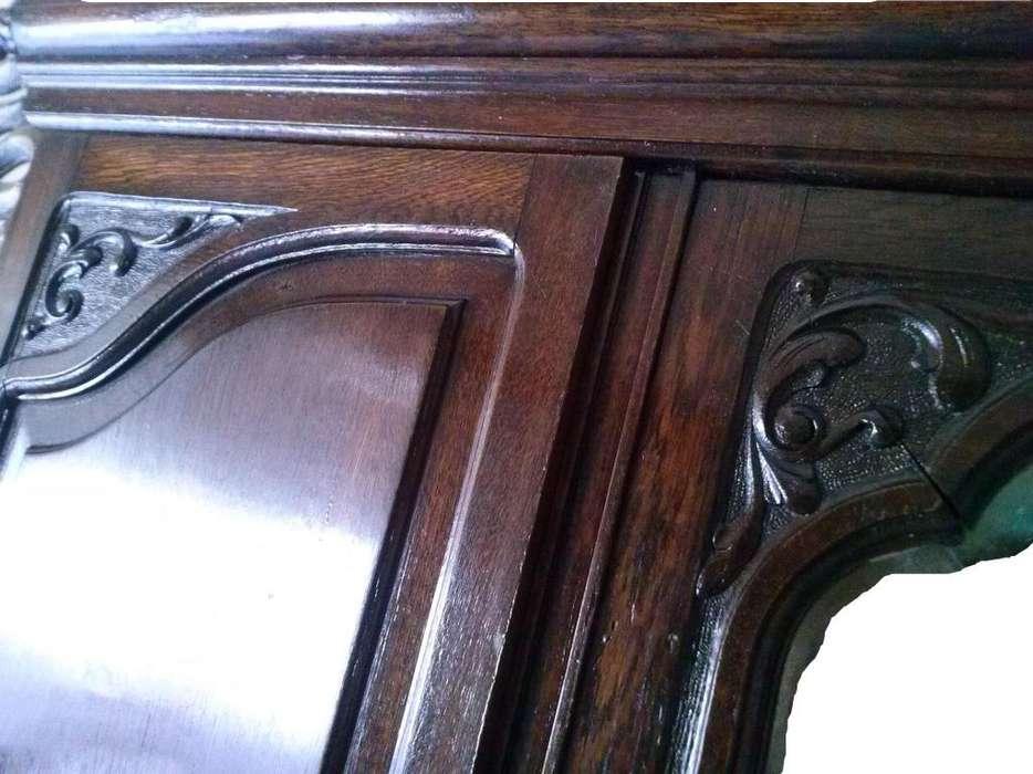 Ropero tallado ,con espejo en puerta central en roble.