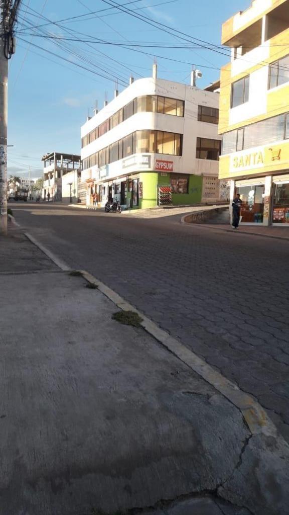 VENDO DE OPORTUNIDAD, EDIFICIO DE 3 PISOS, 8 DEPARTAMENTOS, 5 LOCALES COMERCIALES