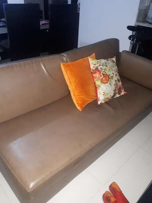 2 <strong>sofa</strong>s con Sus Puf