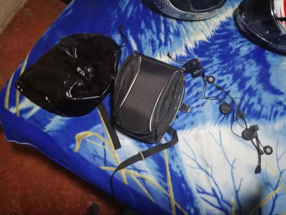 Bolso marca Vetrox con su impermeable