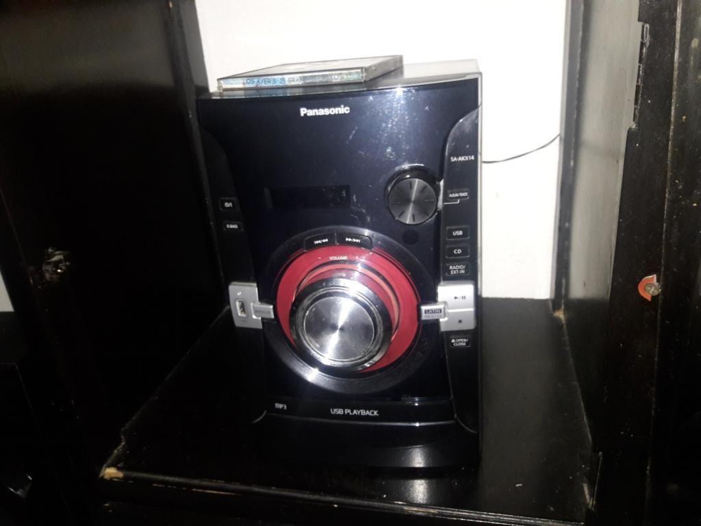 Equipo de Sonido Panasonic con Mesa