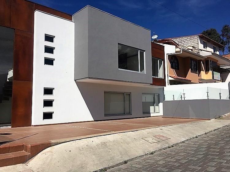 En VENTA Departamento por estrenar con espacio verde, sector Rio Sol, Av. Gonzalez Suarez. Cod: DA102