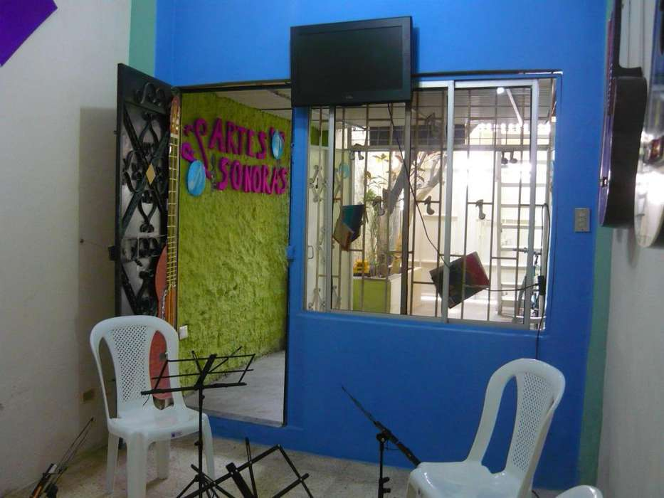Escuela de Música <strong>arte</strong>s Sonoras. Brindamos clases de Piano-Guitarra-Violín y Canto. Info: 2890672-0969908604