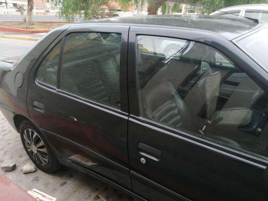 Peugeot 306 2000 - 123456789 km