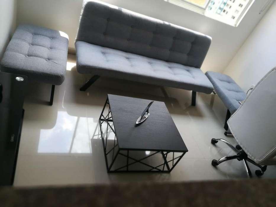 Juego de sala Gris - Sofa cama dos puff mesa