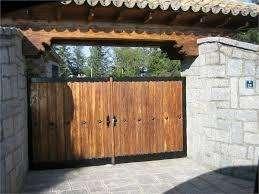 puertas y portones en madera