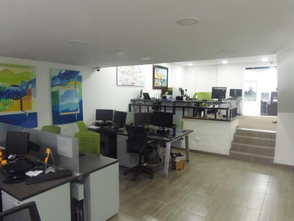 Inmueble ideal para Oficina con bodega, hogar geriátrico, IPS, consultorios 68-00017