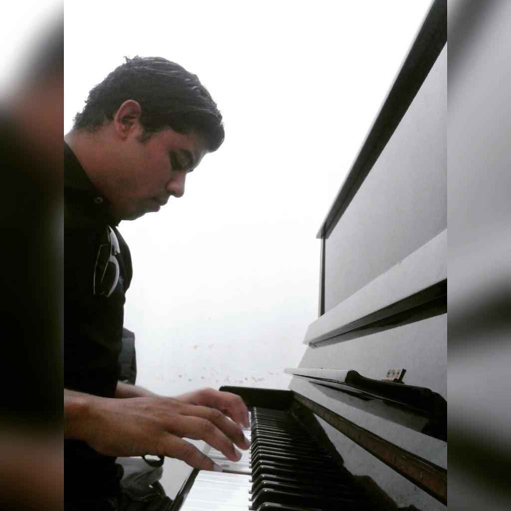 clases de guitarra, piano y bajo