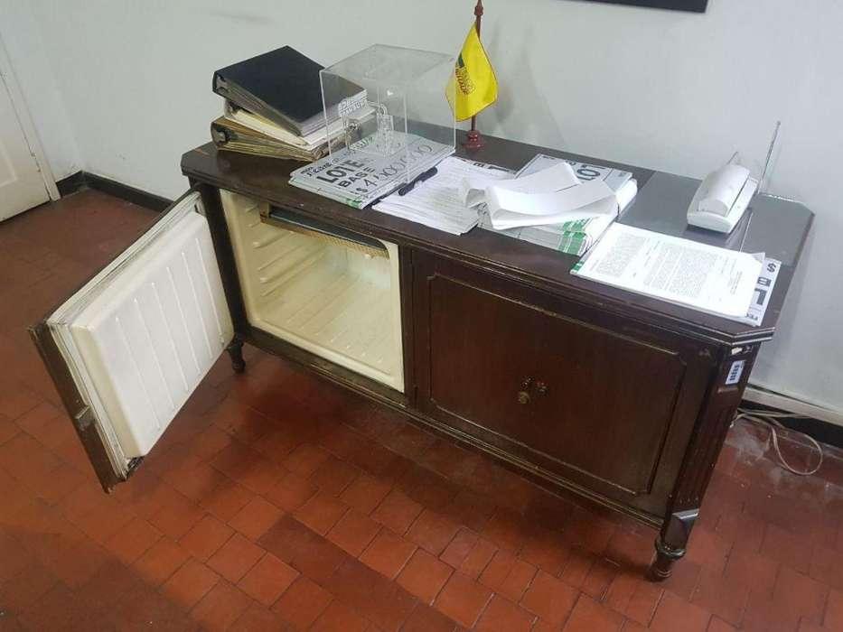 nevera para oficina mueble en madera