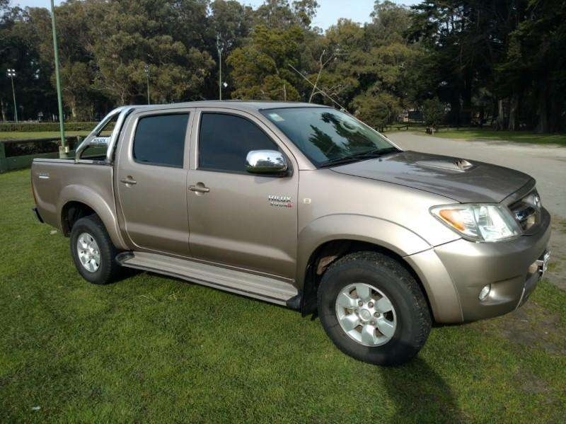 <strong>toyota</strong> Hilux 2006 - 240000 km