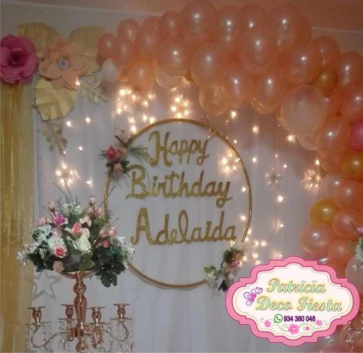 Decoración de fiesta con flores y globos