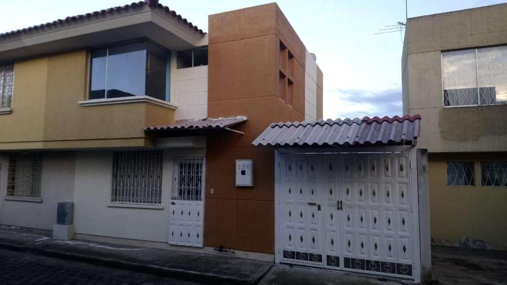 Casa de venta Conocoto El Valle calle Isidro Ayora