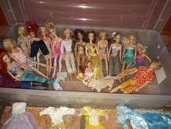 VENDO Barbies originales...y ropita para vestirlas