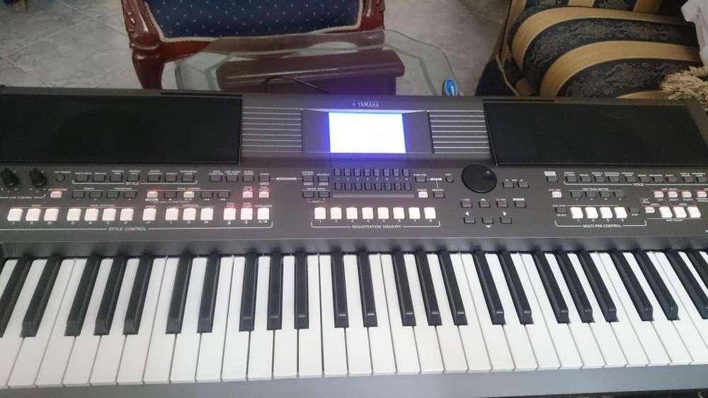 Teclado Musical PSR-s670