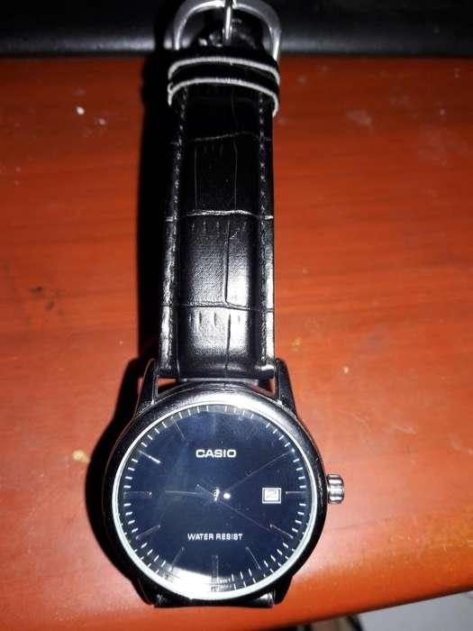 OCASIÓN REMATO: Reloj CASIO original con correa de cuero.