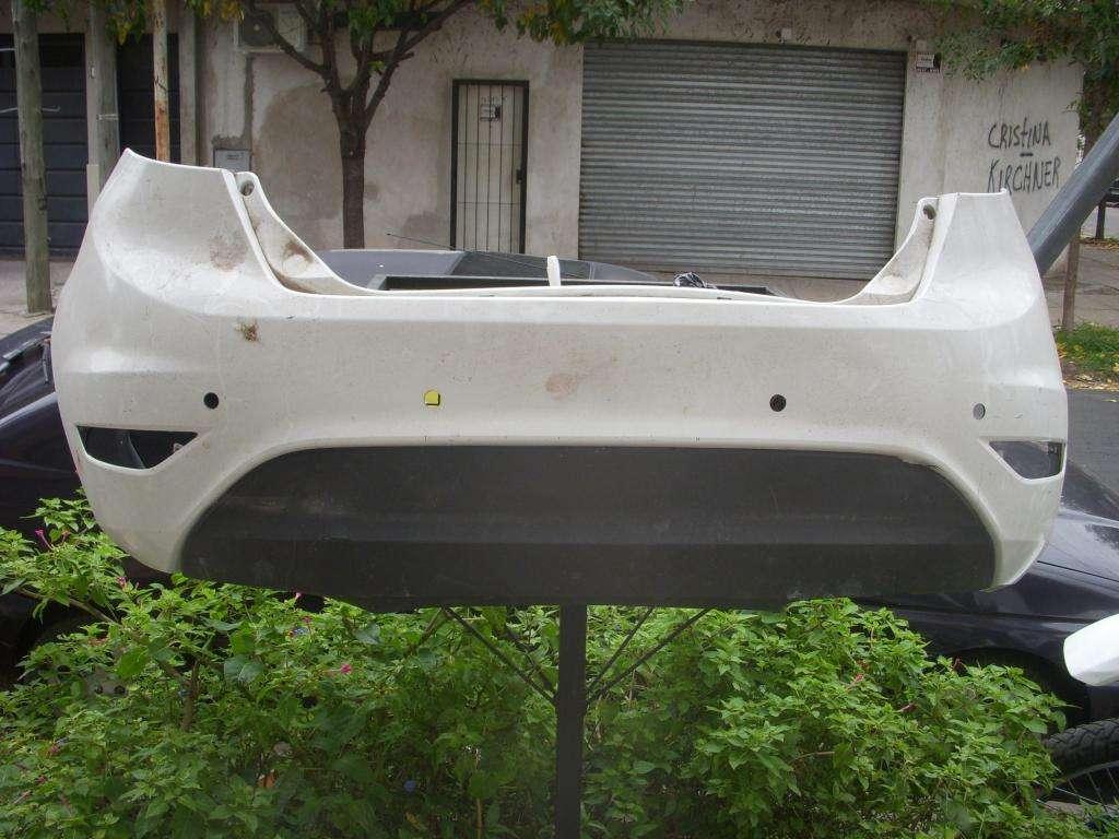 repuesto ford, paragolpe trasero original con spoiler incluido ford fiesta kinetic usado muy bueno